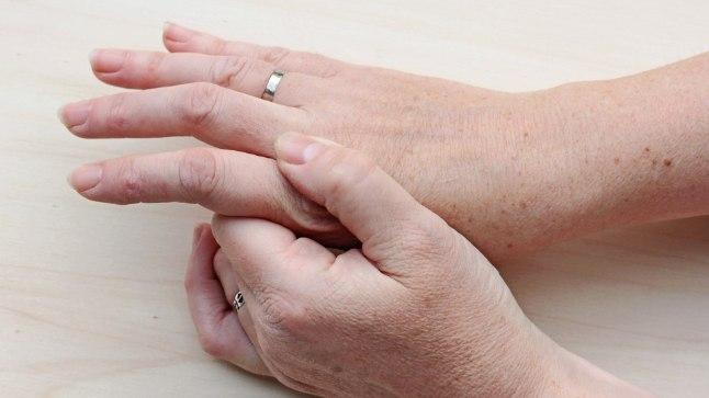 valu liigeste sormede valu Kuidas eemaldada turse liigestele