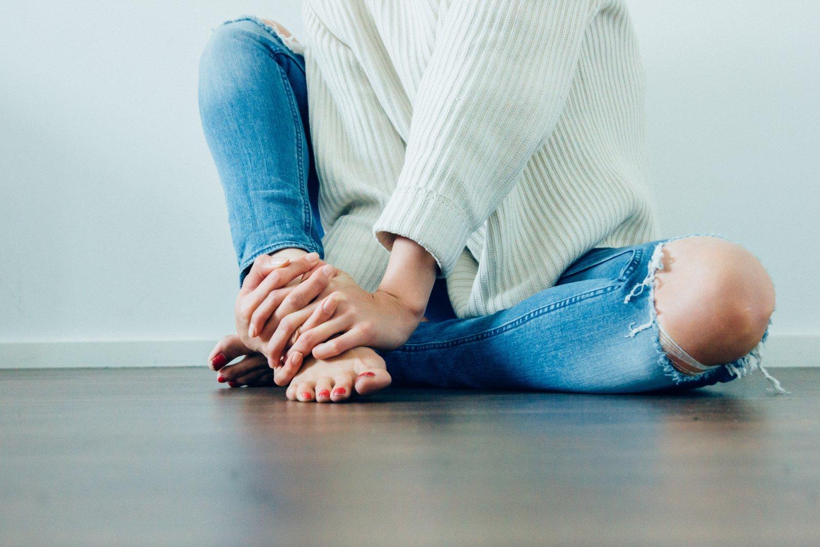 kahjustada jalgade liigeseid kui Hurry Hood Peavalu